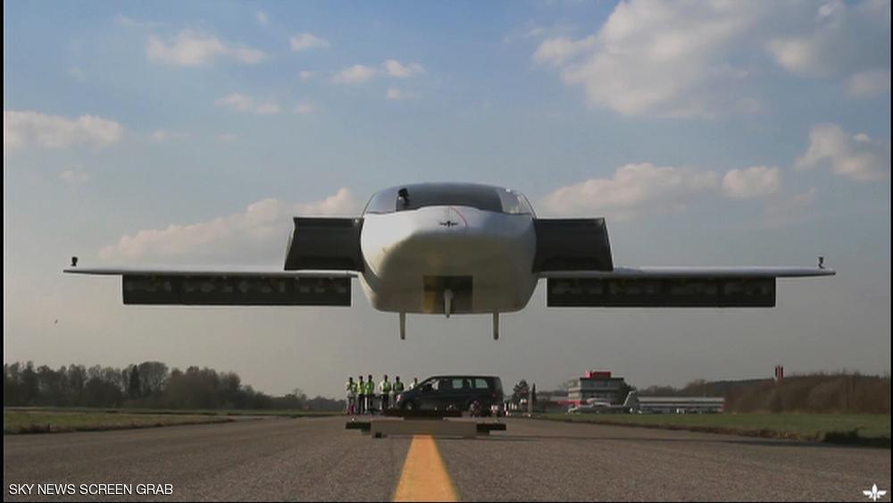 شاهد أول سيارة طائرة تنجح في التحليق